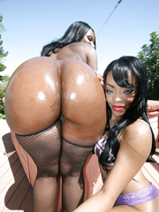 Ebony babes involving big booties Kelly..