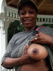 Mature aged ebonies show nude and sex..