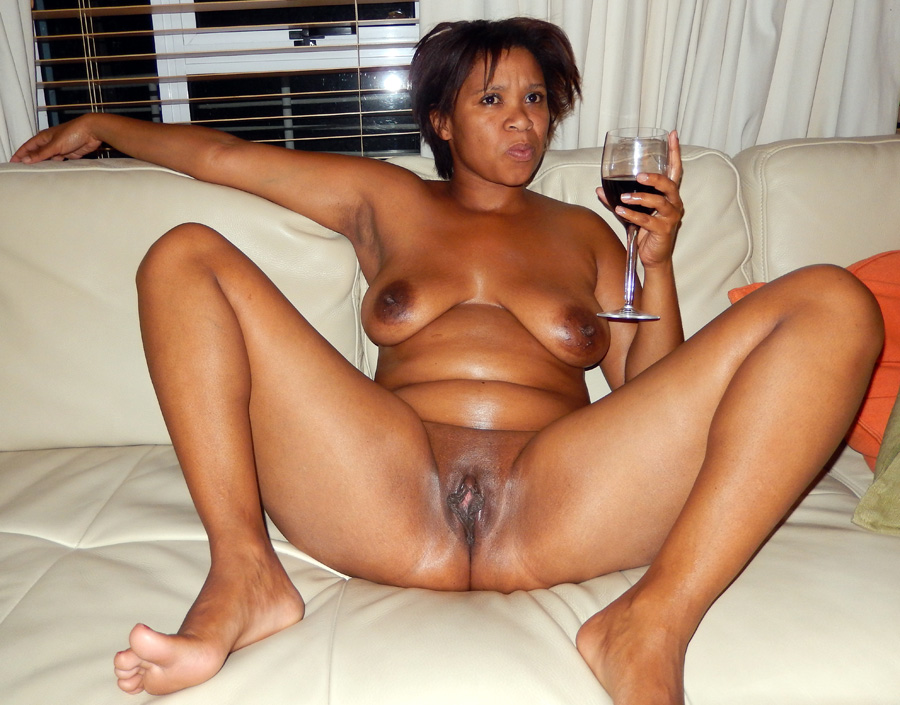 mature Naked lady black